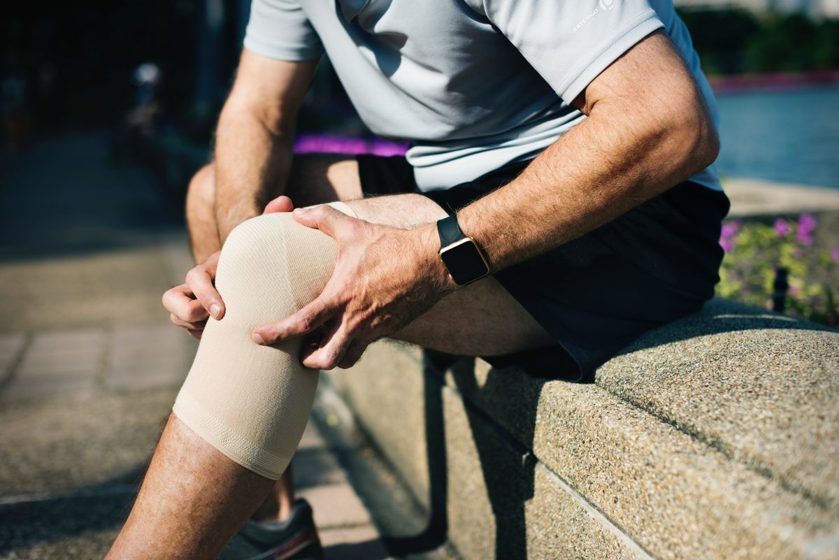 Front of knee pain with running or squatting? We can help! 6 tips to get  you back to your physical best… | Thrive Physio Plus
